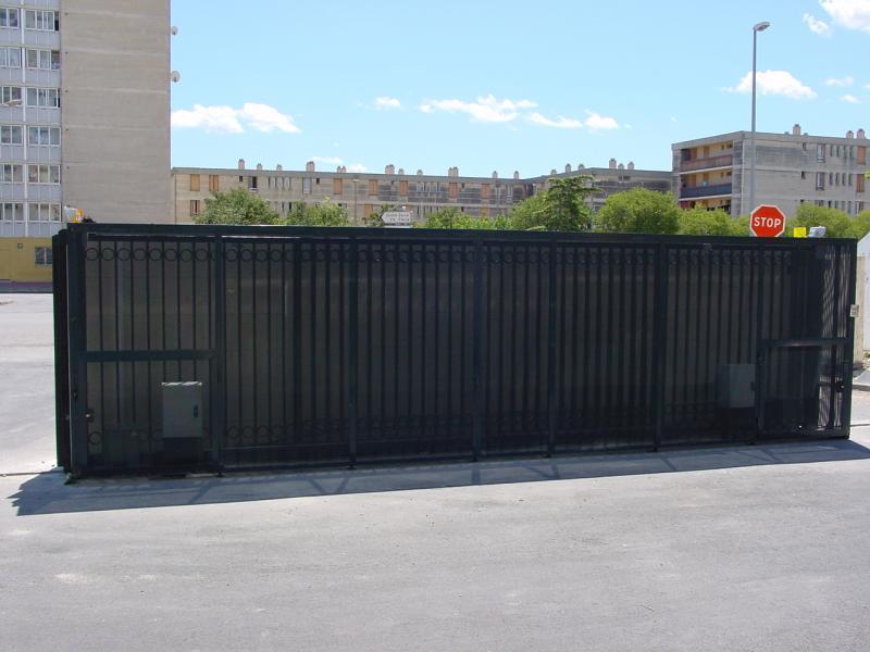 Les Gradins - Arles - Protection du refoulement du coulissant