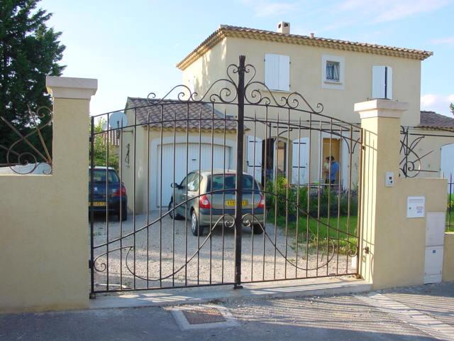 Portail ouverture battante à deux vantaux proche d'Aix-en-provence