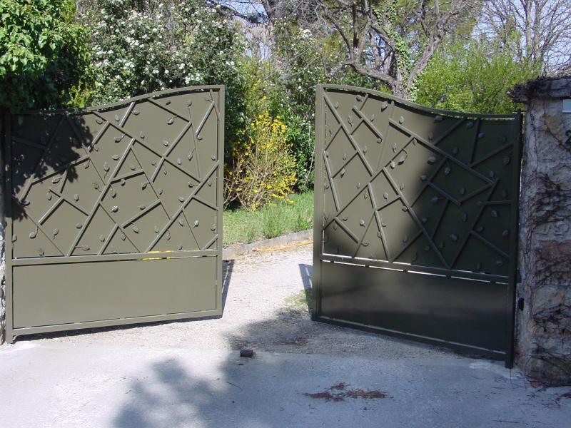 Portail acier festonné - Epoxy - Automatisme encastré au sol