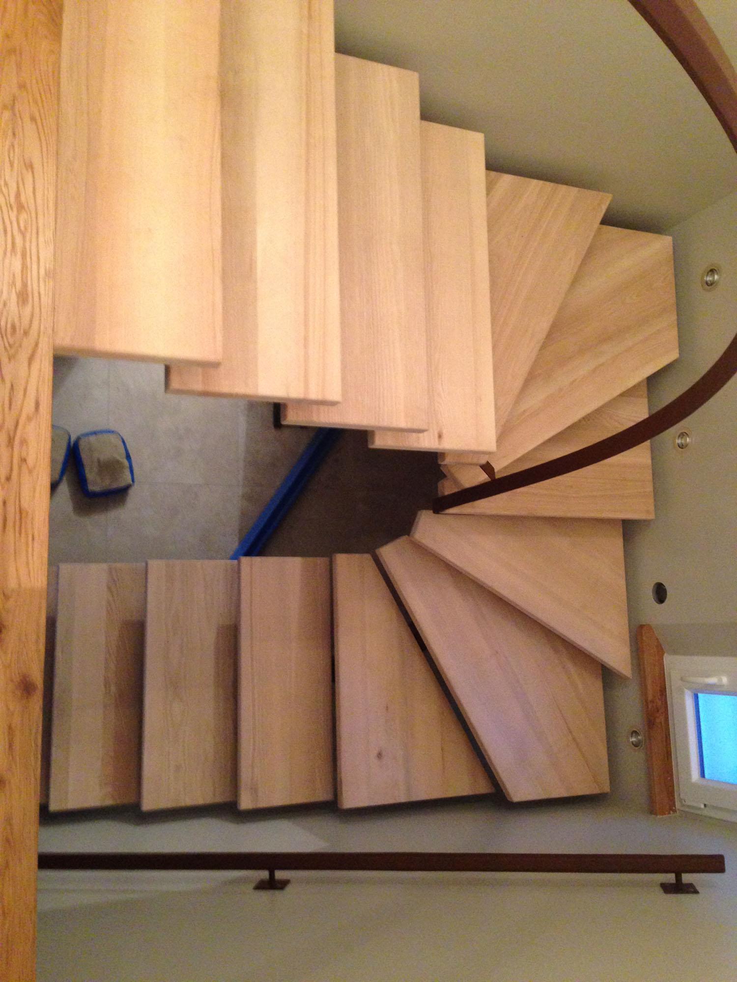 Escalier structure métallique marches bois