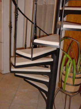 Escalier hélicoidal marches pierre