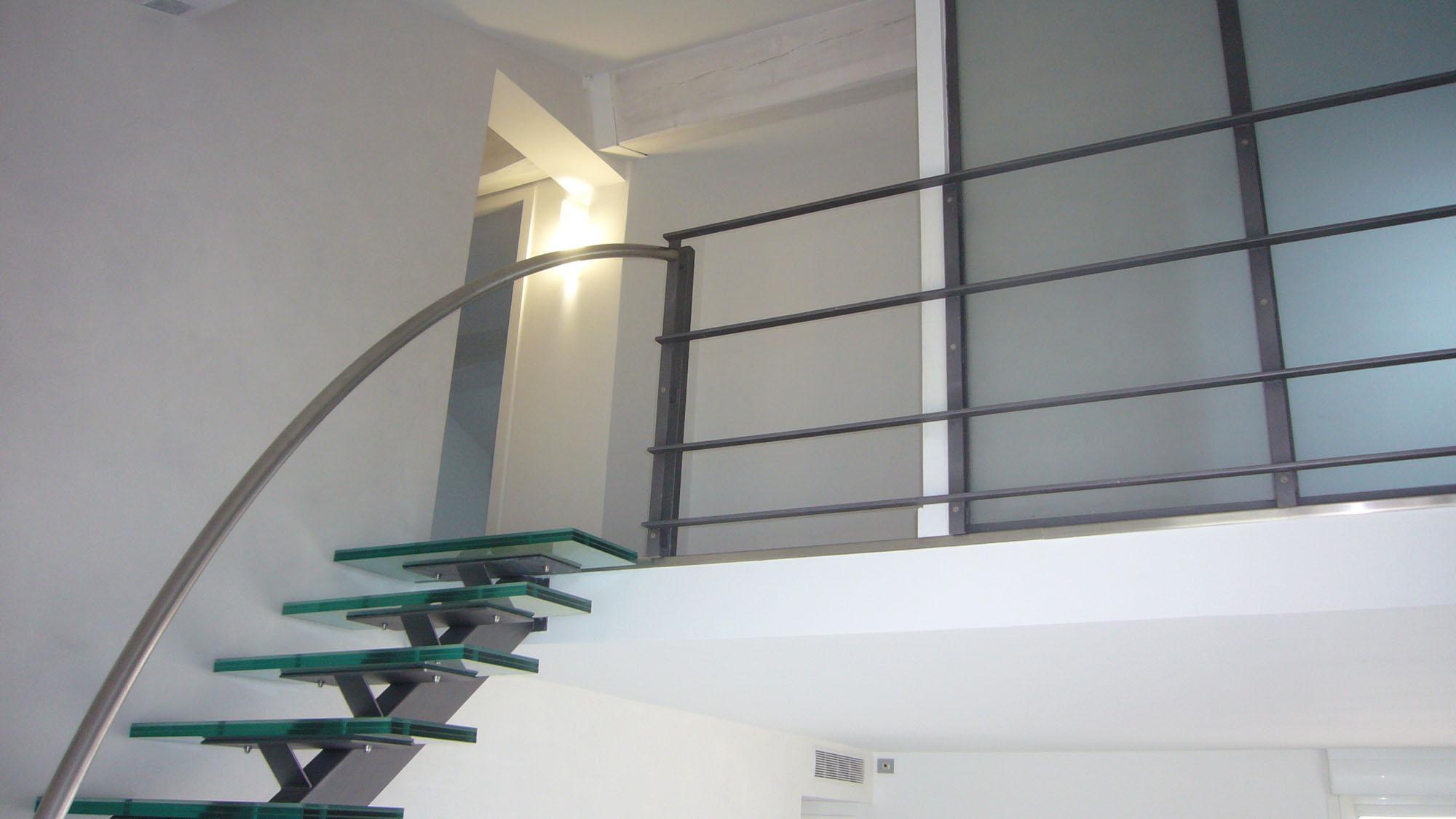 Escalier marche verre ou bois
