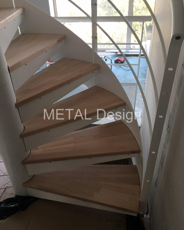 Escalier colimaçon marches bois