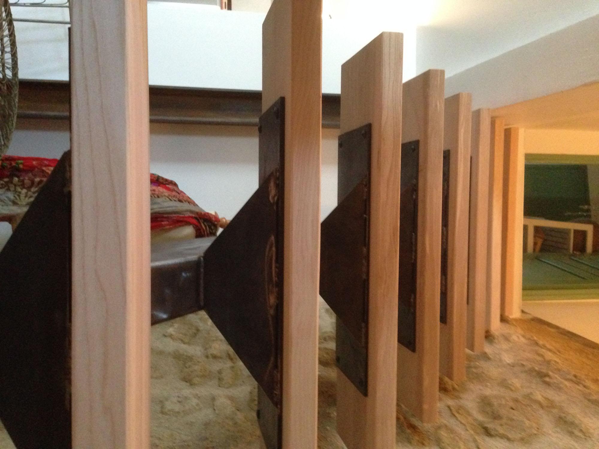 Escalier structure métallique marche bois