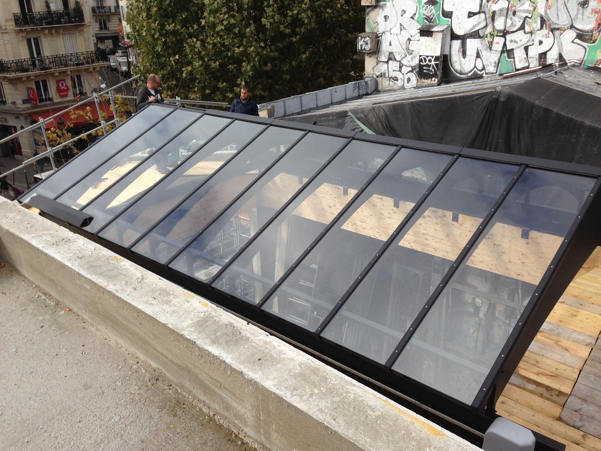 Conception d'une verrière coulissante géante sur mesure pour la Brasserie Barbès PARIS Ile-de-France