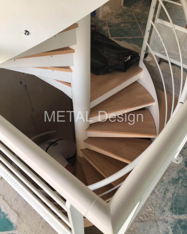 Escalier colimaçon intérieur 2 étages marches bois