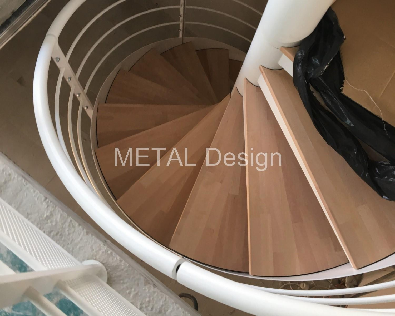 Escalier élicoïdal inétrieur marches bois