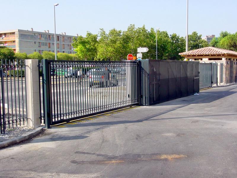 Les Gradins - Arles - Protection refoulement du coulissant