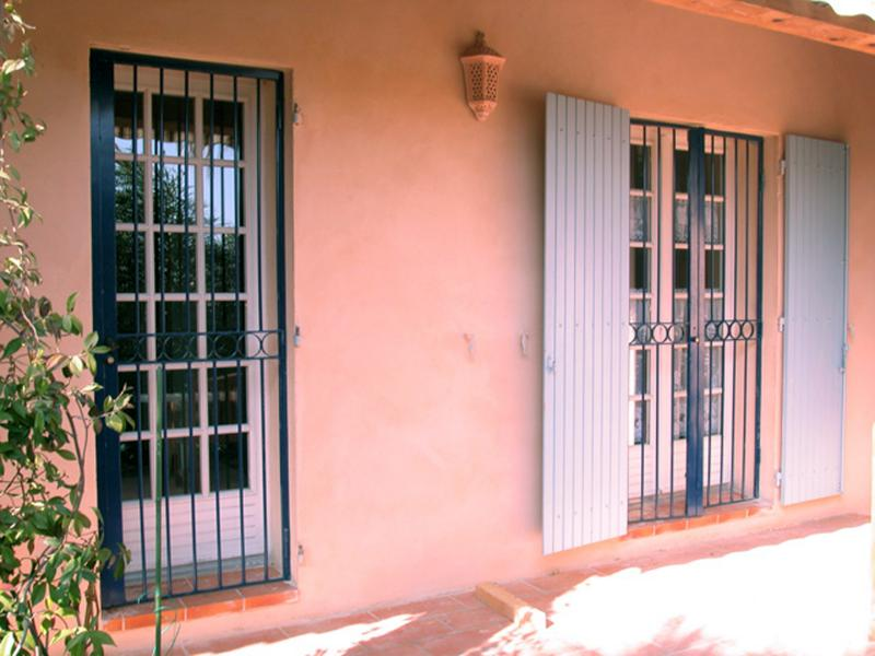 grille de securit pour fenetre good grille de securit. Black Bedroom Furniture Sets. Home Design Ideas